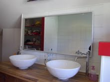 Badkamerspiegel boven lavabo's